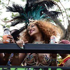 Развратная Рианна на карнавале в Барбадосе фото #9