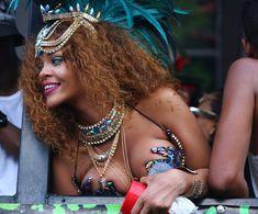 Развратная Рианна на карнавале в Барбадосе фото #11