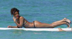 Возбуждающее тело Рианны в бикини на Гавайях фото #17