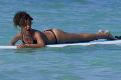 Возбуждающее тело Рианны в бикини на Гавайях фото #23