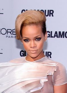 Голый сосок Рианны на Glamour Woman of the Year Awards фото #1