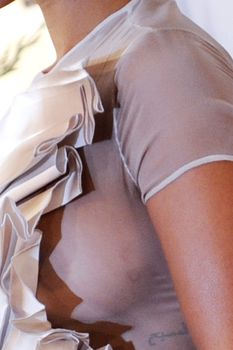 Голый сосок Рианны на Glamour Woman of the Year Awards фото #2