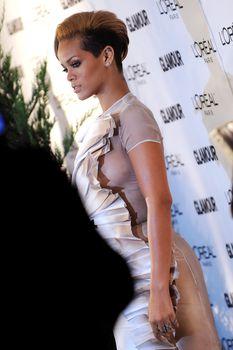 Голый сосок Рианны на Glamour Woman of the Year Awards фото #4