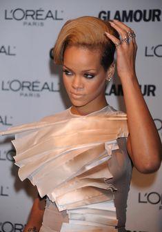 Голый сосок Рианны на Glamour Woman of the Year Awards фото #10