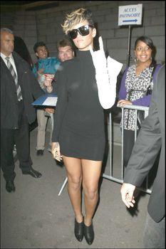 Красотка Рианна в прозрачном платье без лифчика фото #4