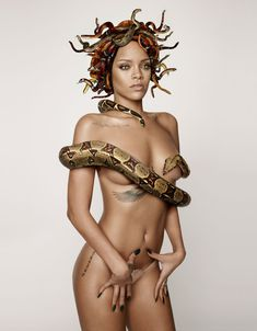 Секси Рианна со змеейм на обнаженном теле для журнала GQ фото #3