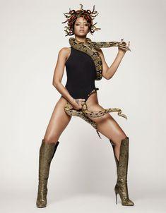 Секси Рианна со змеейм на обнаженном теле для журнала GQ фото #5