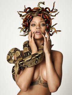 Секси Рианна со змеейм на обнаженном теле для журнала GQ фото #7