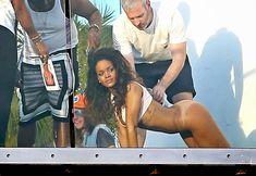 Голая попка Рианны на фотосессии в Голливуде фото #14