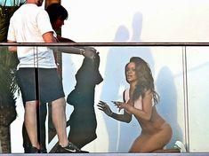Голая попка Рианны на фотосессии в Голливуде фото #19