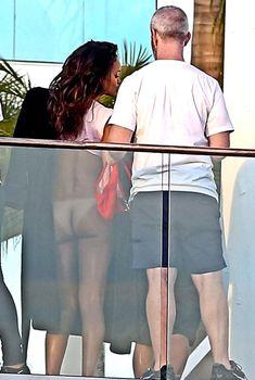 Голая попка Рианны на фотосессии в Голливуде фото #20