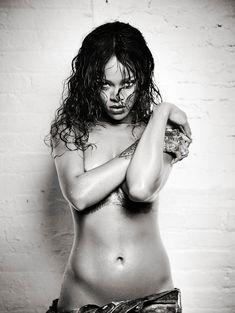 Рианна в откровенной фотосессии для Esquire фото #9