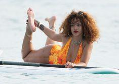 Рианна в оранжевом монокини в Барбадосе фото #12