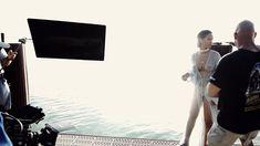 Рианна топлесс на съемке клипа Needed Me фото #6