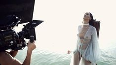 Рианна топлесс на съемке клипа Needed Me фото #8