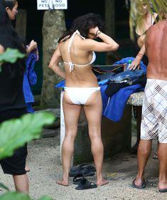 Секси Мишель Родригес в белом бикини в Мексике фото #3