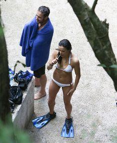 Секси Мишель Родригес в белом бикини в Мексике фото #7