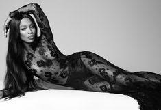 Наоми Кэмпбелл в прозрачном платье для Vogue фото #1