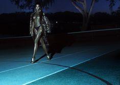 Модель Наоми Кэмпбелл оголила грудь для журнала Interview фото #2