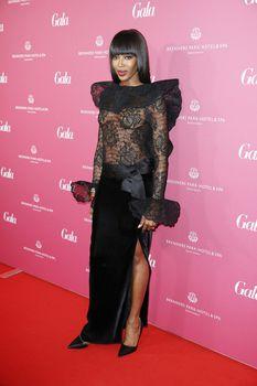 Наоми Кэмпбелл без бюстгальтера на Gala Spa Awards фото #3