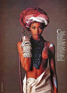 Голые сиськи Наоми Кэмпбелл в журнале Vogue фото #2