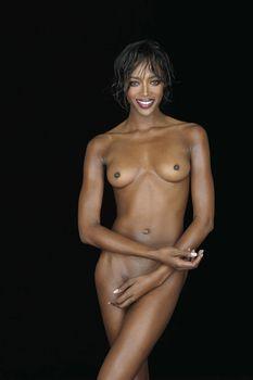 Секси Наоми Кэмпбелл позирует голой фото #1
