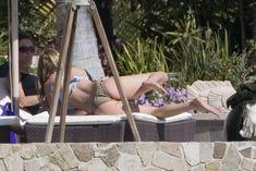Попка Дженнифер Энистон в бикини фото #1