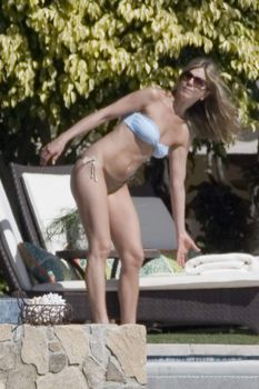 Попка Дженнифер Энистон в бикини фото #9