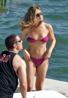 Дженнифер Энистон в соблазнительном купальнике во Флориде фото #3