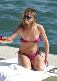 Дженнифер Энистон в соблазнительном купальнике во Флориде фото #4