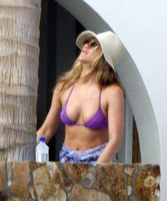 Аппетитная грудь Дженнифер Энистон на отдыхе в Мексике фото #9