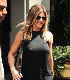 Дженнифер Энистон ходит без лифчика на улице Нью-Йорка фото #1