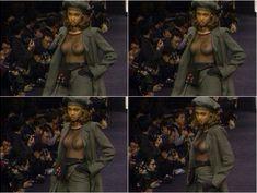 Засветы голой груди Тайры Бэнкс на подиуме фото #8
