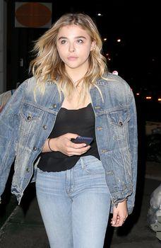 Хлоя Морец засветила грудь в Нью-Йорке фото #4