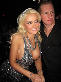 Открытое декольте Холли Мэдисон в клубе Лас-Вегаса фото #2