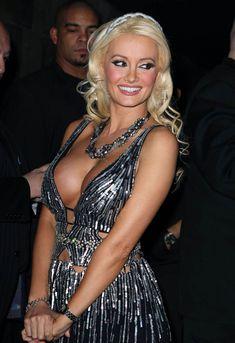 Открытое декольте Холли Мэдисон в клубе Лас-Вегаса фото #4