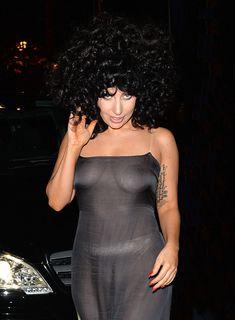 Леди Гага в прозрачном платье в клубе Jazz фото #2