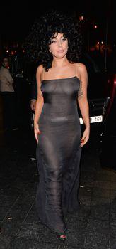 Леди Гага в прозрачном платье в клубе Jazz фото #4