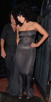 Леди Гага в прозрачном платье в клубе Jazz фото #5
