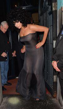 Леди Гага в прозрачном платье в клубе Jazz фото #6