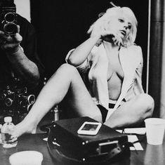 Леди Гага позирует топлесс для журнала CR Fashion Book фото #2