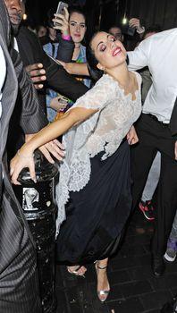 Леди Гага засветила соски в Лондоне фото #3