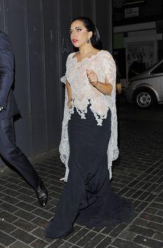 Леди Гага засветила соски в Лондоне фото #4