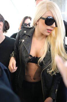 Леди Гага в стрингах и прозрачных колготах фото #5