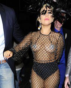 Леди Гага в откровенном наряде в Лондоне фото #4