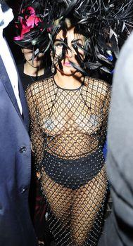 Леди Гага в откровенном наряде в Лондоне фото #5