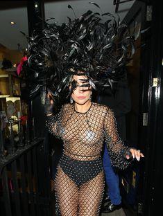 Леди Гага в откровенном наряде в Лондоне фото #6