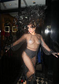 Леди Гага в откровенном наряде в Лондоне фото #7