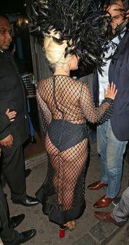 Леди Гага в откровенном наряде в Лондоне фото #8