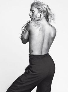 Леди Гага показала сиську для журнала Vogue фото #2